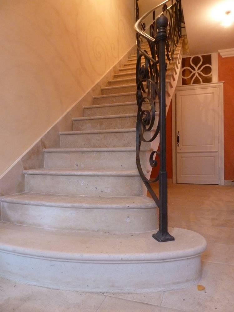 escalier voute sarrasinne pierre de Massangis.tailleur-de-pierre-laurent-samson-P1000984